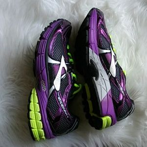 New Brooks Ravenna 7 shoes sz 8